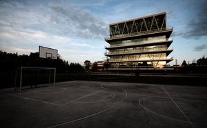 Écoles, par Eke Miedaner